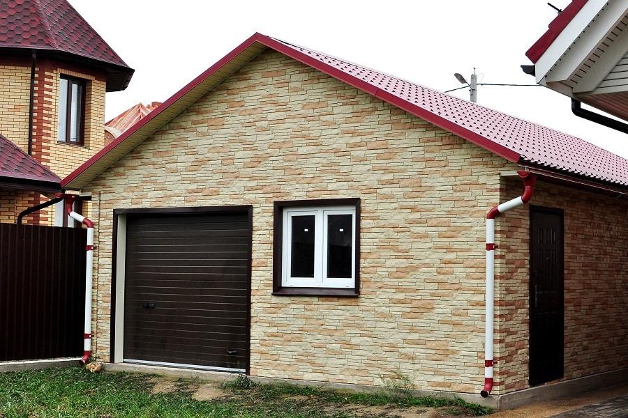 Обшивка кирпичного дома профнастилом 121